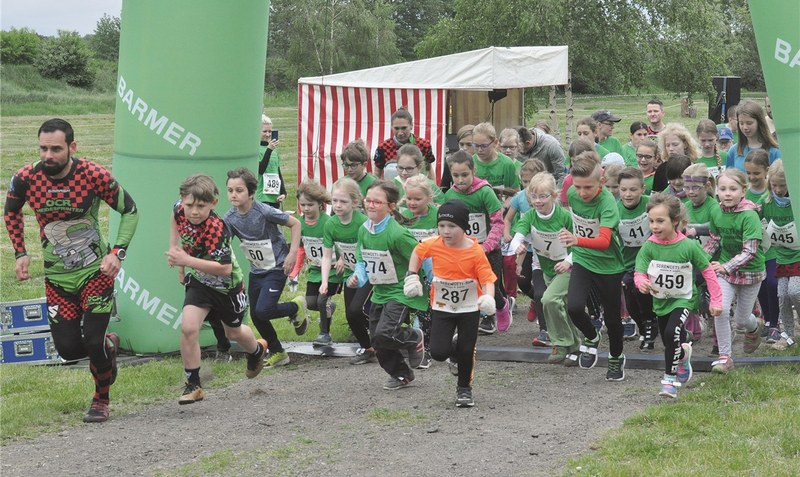 Reger Andrang herrschte beim 1. Serengeti-Run in Hodenhagen am Wochenende (Foto Start zum Serengeti-Kids-Run). lip (3)